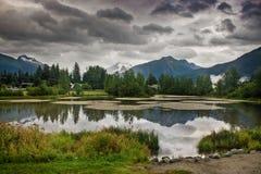 Paisaje hermoso con el lago alaska Fotos de archivo libres de regalías
