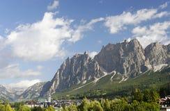 Paisaje hermoso con la montaña de Pomagagnon, cerca de Cortina d'Ampezzo Imagenes de archivo