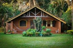 Paisaje hermoso de la casa rústica en granja imagen de archivo libre de regalías