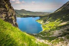 Paisaje hermoso de la charca negra Gasienicowy en las montañas de Tatra Imagen de archivo libre de regalías
