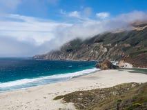 Paisaje hermoso de la costa costa pacífica, Big Sur en la carretera 1 Foto de archivo