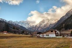 Paisaje hermoso de la montaña del valle de Fleres, cerca del paso de Brenner, Italia Fotos de archivo