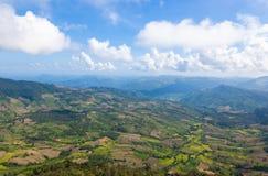 Paisaje hermoso de la montaña en Tailandia septentrional Imagenes de archivo