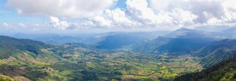 Paisaje hermoso de la montaña en Tailandia septentrional Foto de archivo libre de regalías
