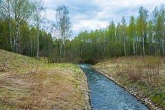 Paisaje hermoso de la primavera con el río Foto de archivo libre de regalías