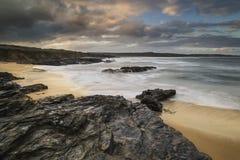 Paisaje hermoso de la salida del sol de Godrevy en la costa costa de Cornualles adentro Imagen de archivo