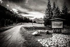 Paisaje hermoso de las montañas de Tatry en blanco y negro Fotos de archivo