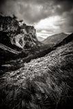 Paisaje hermoso de las montañas de Tatry en blanco y negro Imagen de archivo libre de regalías
