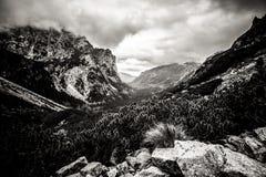 Paisaje hermoso de las montañas de Tatry en blanco y negro Foto de archivo libre de regalías