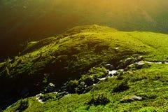 Paisaje hermoso de montañas rumanas Negoiu Porumbacu de Sus Cabaña Negoiu Sibiu Día de fiesta i de Forest Amazing imagen de archivo libre de regalías