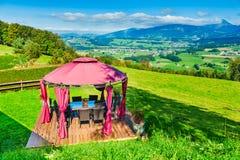 Paisaje hermoso de montañas suizas fotos de archivo