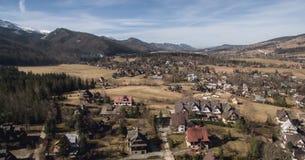Paisaje hermoso de montañas, visión en Zakopane desde arriba de Gubalowka Imagenes de archivo