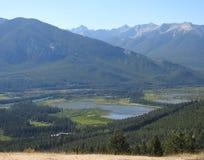 Paisaje hermoso de un valle de Alaska imagenes de archivo