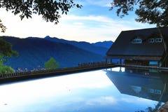 Paisaje hermoso del amanecer con el lago Fotografía de archivo