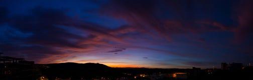 Paisaje hermoso del cielo en la oscuridad imagen de archivo