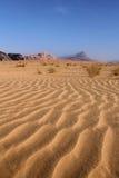Paisaje hermoso del desierto del ron del lecho de un río seco. Jordania. Imagen de archivo