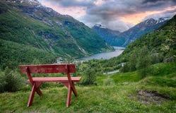 Paisaje hermoso del fiordo en Geiranger, Noruega Imágenes de archivo libres de regalías