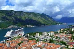 Paisaje hermoso del golfo de Kotor, Montenegro Fotografía de archivo libre de regalías
