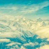 Paisaje hermoso del invierno de las montañas con el cielo, nubes de Dombaj, Foto de archivo libre de regalías