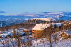 Paisaje hermoso del invierno durante salida del sol en Beitostolen Fotos de archivo