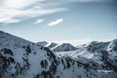 Paisaje hermoso del invierno en Austria Montañas nocky de la gama en las montañas imágenes de archivo libres de regalías