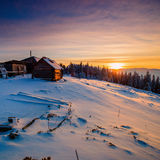 Paisaje hermoso del invierno en las montañas cárpatas Imagen de archivo libre de regalías