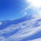 Paisaje hermoso del invierno en las montañas de las montañas Fotos de archivo