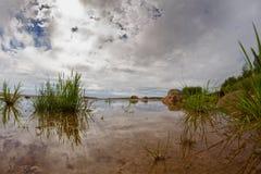 Paisaje hermoso del lago Fotos de archivo libres de regalías