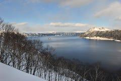 Paisaje hermoso del lago del cráter en invierno Foto de archivo libre de regalías