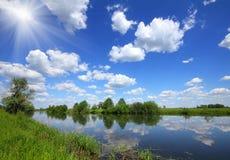 Paisaje hermoso del lago del verano imágenes de archivo libres de regalías