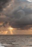 Paisaje hermoso del mar durante puesta del sol imágenes de archivo libres de regalías