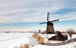 Paisaje hermoso del molino de viento del invierno Fotos de archivo libres de regalías