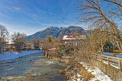 Paisaje hermoso del pueblo bávaro Garmisch-Partenkirchen Imagen de archivo