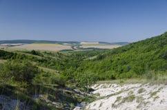 Paisaje hermoso del pueblo en Bulgaria septentrional Imágenes de archivo libres de regalías