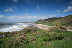 Paisaje hermoso del verano de la península de Gower de la playa de la bahía de Rhosilli Imagen de archivo libre de regalías
