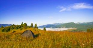 Paisaje hermoso del verano en las montañas Imagen de archivo