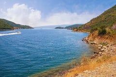 Paisaje hermoso del verano Montenegro, vista de la bahía de Kotor Fotos de archivo libres de regalías