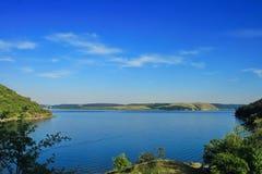 Paisaje hermoso el río Dnister Imagenes de archivo