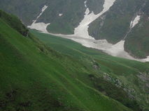 Paisaje hermoso en camino al mahadev Himachal la India de Shrikhand imagenes de archivo