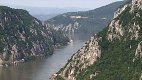 Paisaje hermoso en la garganta de Danubio Monasterio de Mraconia almacen de video