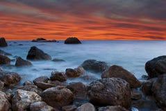 Paisaje hermoso en la puesta del sol en la playa Imagenes de archivo