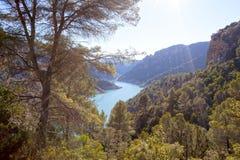 Paisaje hermoso en las montañas con un río abajo, Montfalco Fotografía de archivo libre de regalías