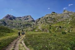 Paisaje hermoso en las montañas de Pirineos fotografía de archivo