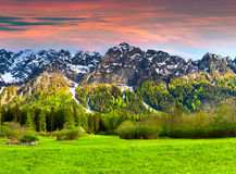 Paisaje hermoso en las montañas suizas, Bregaglia de la primavera Fotografía de archivo libre de regalías