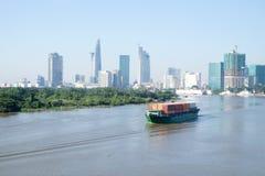 Paisaje hermoso por la mañana del río del saigon, centro Ho de la ji Minh City Foto de archivo