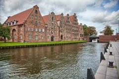 Paisaje hermoso y canales en Lubeck, Alemania fotografía de archivo libre de regalías