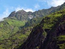 Paisaje Himalayan verde durante un día claro de la monzón Fotografía de archivo
