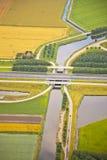 Paisaje holandés de la granja con infraestructura Foto de archivo libre de regalías