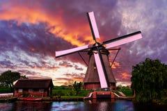 Paisaje holandés hermoso de la puesta del sol Imagen de archivo libre de regalías