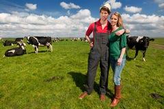 Paisaje holandés típico con los granjeros Imagen de archivo libre de regalías